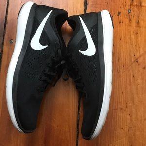 Nike Flex 2016 Run - Like new!